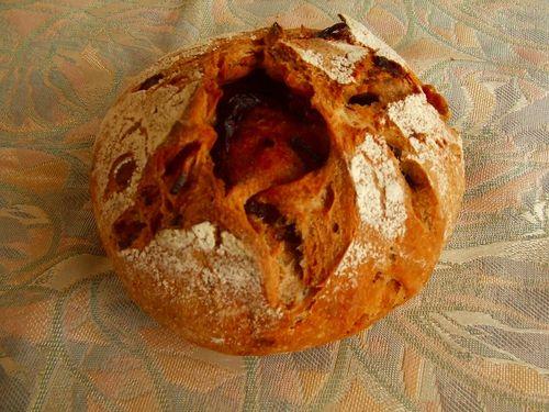トマトとくるみのパン